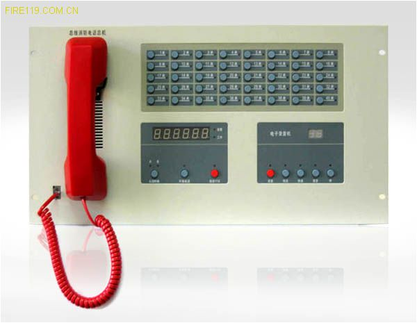 功能 u 总机为分机供电。 u 总机与分机能进行全双工通话。 u 总机可容纳80个地址编码。 u 收到分机呼叫时,总机发出声、光呼叫信号,并显示分机部位。 u 总机可同时呼叫多部分机,并与任意一部分机或多部分机进行通话。同时通话分机不少于两部。 u 总机可同时接受多部分机的呼叫,总机可选择与任意一部分机或多部分机进行通话。同时通话分机不少于两部。 u 正在与分机通话的总机能接受其他分机的呼叫。 u 正在与分机通话的总机能呼叫其他分机。 u 总机能终止与任意分机的通话。 u 总机具有自动录音功能,记录总机与
